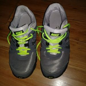 NIKE Reax Shoes Sz 9 5 Gray/Neon Green
